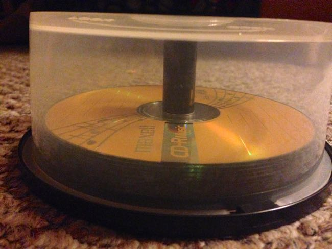 Use a CD-container to perfectly hold a bagel sandwich
