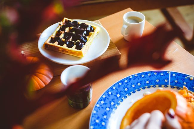 foodiesfeed.com_autumn-relax-with-waffle-and-coffee