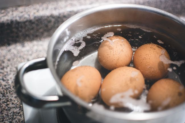 foodiesfeed.com_hard-boiling-eggs