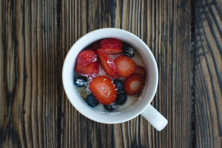 foodiesfeed.com_oatmeal-berries-coconut-cup1